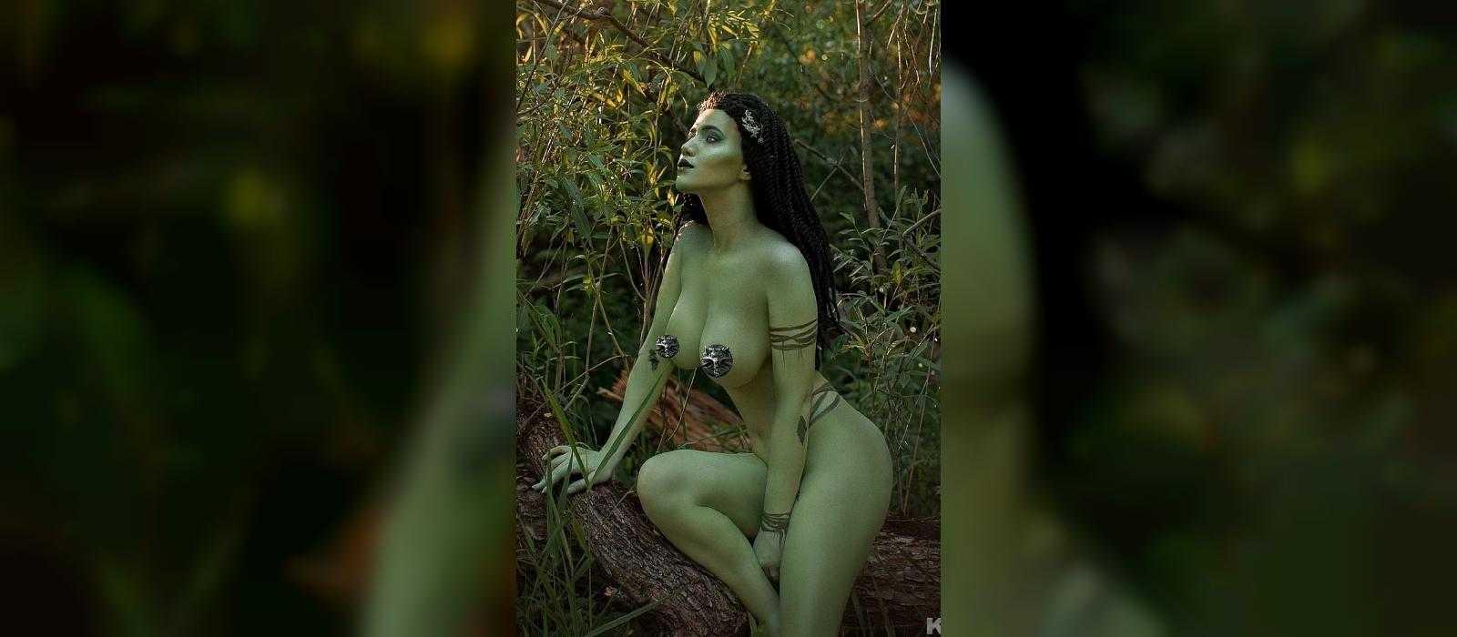 """Die russische Schönheit hat sich für die Cosplay-Dryade aus """"The Witcher"""" ausgezogen und ein Video gedreht"""