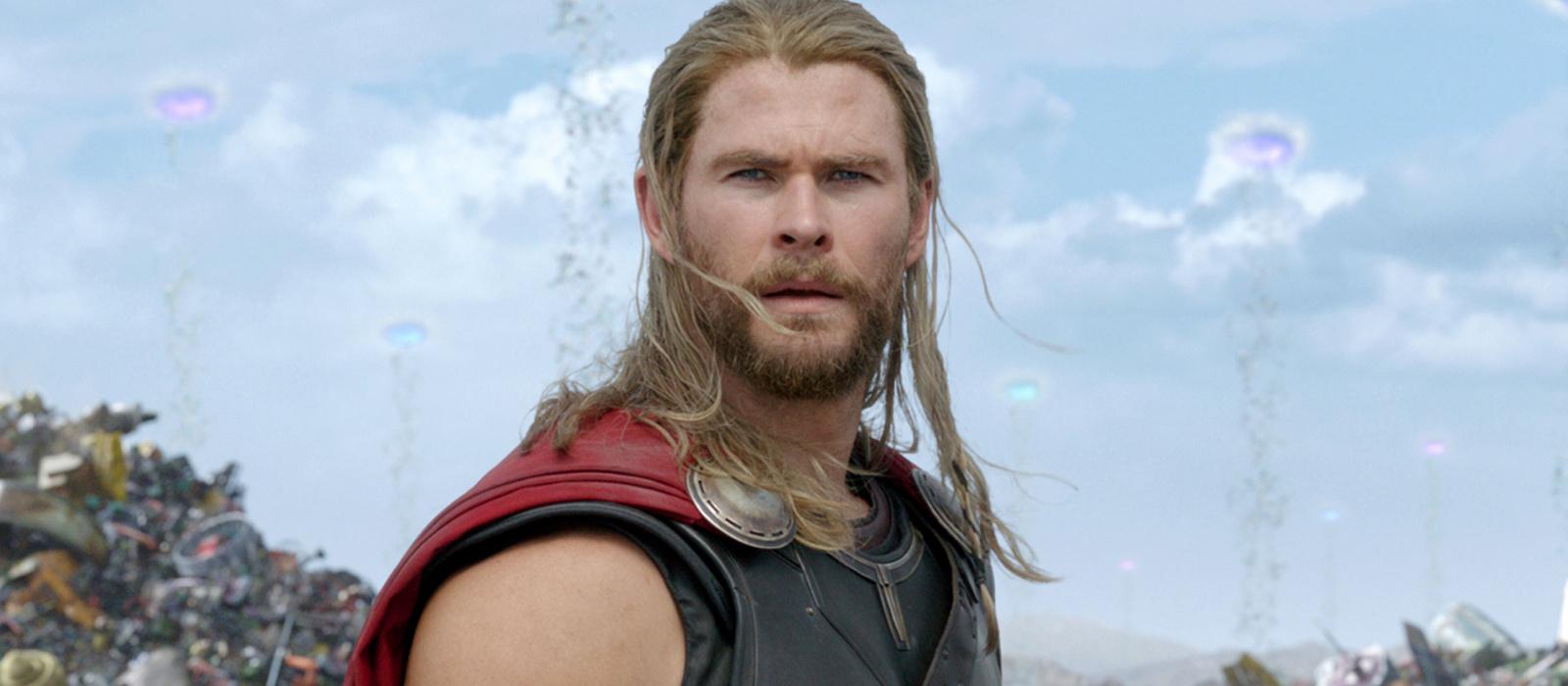 """""""Jeder alte Narr kann Bauchmuskeln aufpumpen.""""  Powerlifter lobt Thor aus God of War: Ragnarok – und beschämt gleichzeitig Chris Hemsworth"""