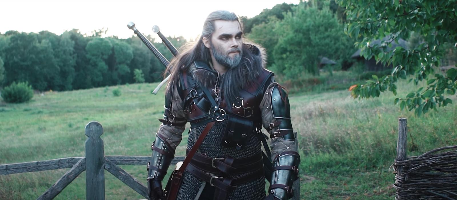 Der Ukrainer wurde als Geralt wiedergeboren und zeigte sich in der echten Großmeisterrüstung der Bärenschule aus The Witcher 3